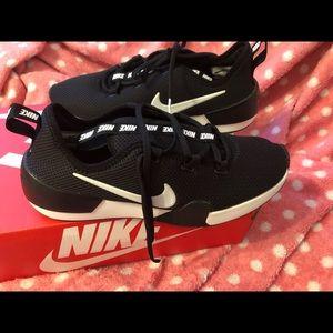 Women Nike Ashin Modern